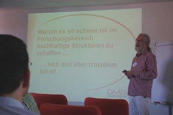Peter Gietz bei einem Vortrag über nachhaltige Forschungsstrukturen